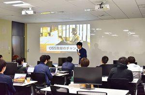 現場で活躍する社員が講師となって、約1か月の入社後研修を行います。