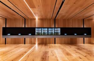 木材を基調としたエントランスです。