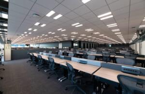 クリエイティブな環境を目指す執務エリア。開放的でシャープな空間が、よりクリエイティブな仕事を実現する場となっています。