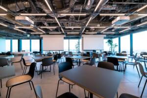 コラボレーションスペースは食事場所に利用するだけでなくイベントも開催できます。