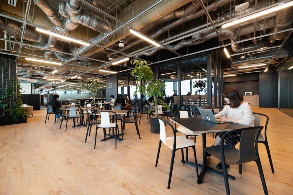 ミニコラボは、従業員同士の偶発的なコミュニケーションが発生する設計になっています。