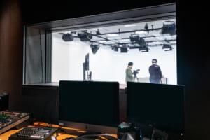 撮影スタジオでは、日々クリエイティブが生まれています。
