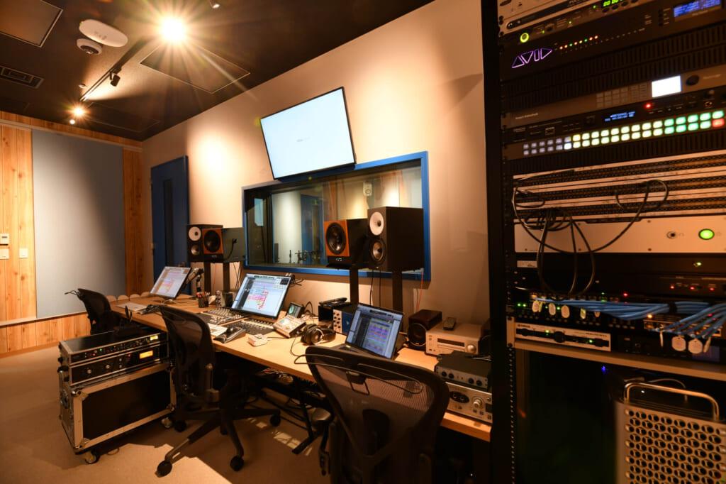 プロダクトのサウンドを制作するサウンドルームがあります。